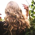 أقوي 10 أطعمة تساعد على نمو الشعر وعلاجه