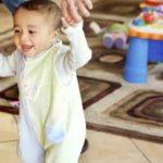 أسرع طريقة لمشي الطفل بمرحلة مبكرة