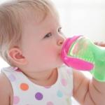 طريقة تنظيف رضاعات الأطفال وتعقيمها من التلوث