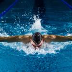 انواع العوم في السباحة